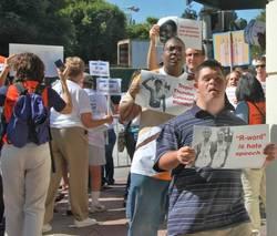 Protesters_at_tropic_thunder_la_pre